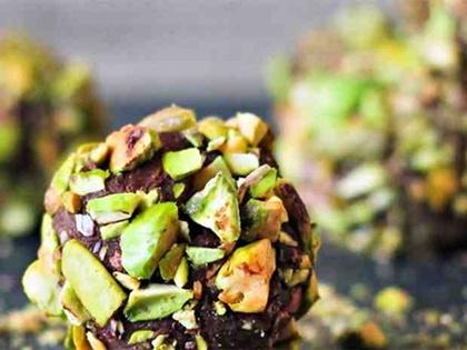 Τρούφες σκούρας σοκολάτας με φυστίκια Αιγίνης