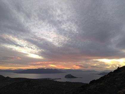 Oikia and Soar: Μέσα από τα σύννεφα φέγγει ...